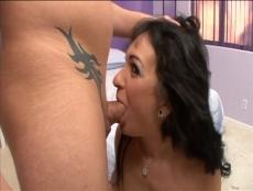 Brunette cochonne dans sa chambre mauve - Vídeo - MESVIP