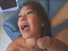 Elle s'en prend plein les trous pour son plus grand plaisir! - MESVIP
