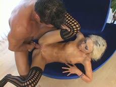 Blonde en bas sexy se fait tringler! - Porn Sex - MESVIP