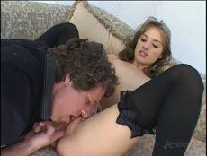 Chanceux s'offre une bonne séance de sexe avec sa jeune voisine! - MESVIP