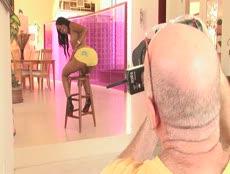 Salopes s'exhibent lors d'un casting porno! - MESVIP