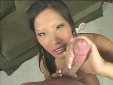 POV d'une jeune asiatique suceuse! - HD Vídeo - MESVIP